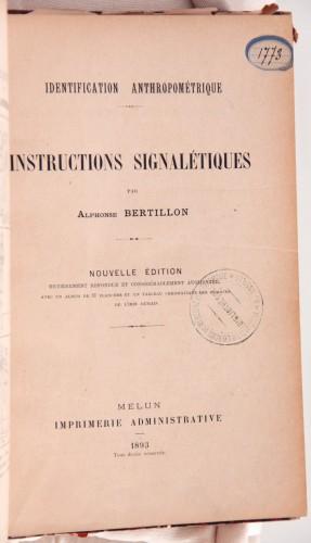 Bertillon, Alphonse, Identification anthropométrique. Instructions signalétiques, Melun, Imprimerie administrative, 1893 (Bibliothèque de Médecine-Odontologie, Res 1773)