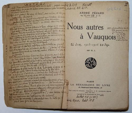 André Pézard, Nous autres à Vauquois, Paris, Renaissance du livre, 1918. Page de titre et garde avec des notes manuscrites de Jean Norton Cru. Res 106601.